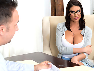 August Ames & Keiran Lee in Getting Off The Waitlist - Brazzers big tits big ass